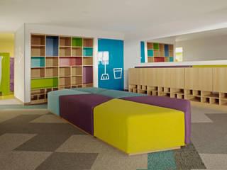 LA ACADEMIA JULIO DONÁ Gimnasios de estilo moderno de MDV Arquitectura Moderno