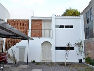 Fachada Principal: Casas unifamiliares de estilo  por MAAS Arquitectura & Diseño