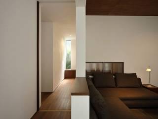 Corridor & hallway by 柳瀬真澄建築設計工房 Masumi Yanase Architect Office, Modern