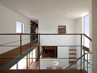 福重の家: 柳瀬真澄建築設計工房 Masumi Yanase Architect Officeが手掛けた廊下 & 玄関です。,