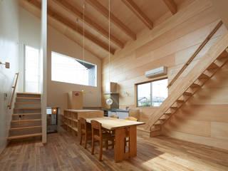 Cocinas de estilo moderno por (有)菰田建築設計事務所