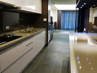 Cuisine moderne par ISQ 質の木系統家具 Moderne