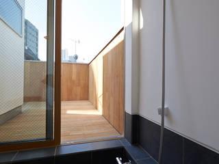 modern Bathroom by (有)菰田建築設計事務所
