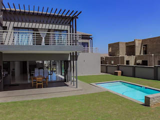 Pool/Garden Modern pool by homify Modern