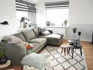 Appartement Katwijk :  Woonkamer door CM Interieurarchitect