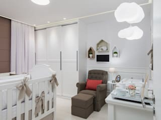 Nursery/kid's room by MM8 Arquitetura e Interiores, Classic