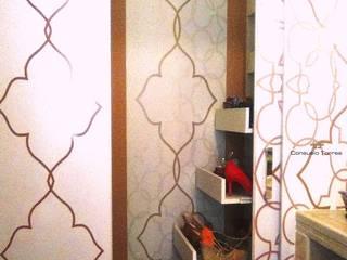 Diseño de armario zapatero para cuarto de aseo: Baños de estilo  de CONSUELO TORRES