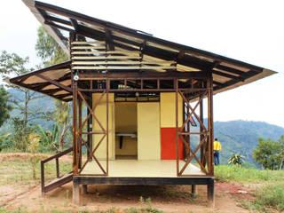 Casas prefabricadas de estilo  por Ensamble de Arquitectura Integral, Rural