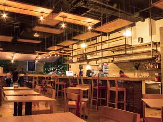 Restaurantes de estilo  por Ensamble de Arquitectura Integral, Moderno