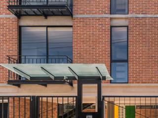 Casas de estilo  por Ensamble de Arquitectura Integral, Moderno
