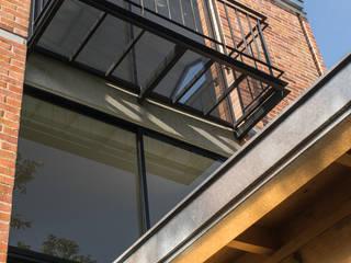 Casas de estilo  por Ensamble de Arquitectura Integral, Minimalista
