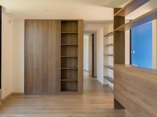 : Salas de estilo  por Ensamble de Arquitectura Integral