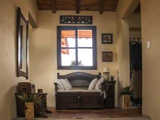 Pasillos y vestíbulos de estilo  por Ensamble de Arquitectura Integral, Rural