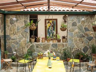 Jardines de estilo rural por Ensamble de Arquitectura Integral