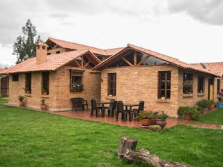 Casas de estilo  por Ensamble de Arquitectura Integral, Rural