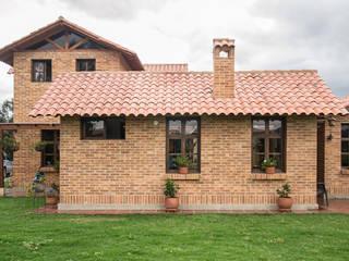 Nhà phong cách đồng quê bởi ENSAMBLE de Arquitectura Integral Đồng quê Gạch