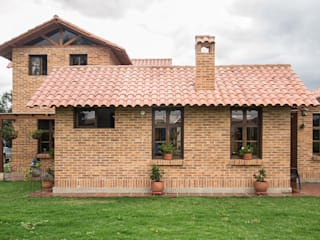 ENSAMBLE de Arquitectura Integral Country style houses Bricks