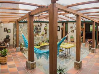 Jardines de piedras de estilo  por Ensamble de Arquitectura Integral