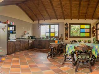 ENSAMBLE de Arquitectura Integral Country style kitchen Ceramic