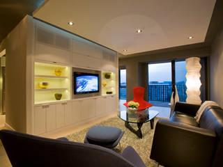 Flat in McLean, VA Modern Living Room by FORMA Design Inc. Modern