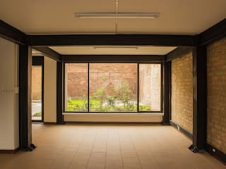 Edificios de oficinas de estilo  por Ensamble de Arquitectura Integral, Minimalista