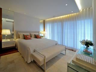 Dormitorios de estilo  de Chris Brasil Arquitetura e Interiores, Clásico