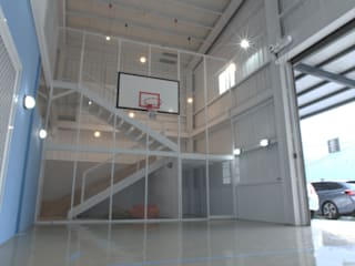 Minimalist style garage/shed by 構築設計 Minimalist