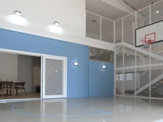 Garajes de estilo  de 構築設計, Minimalista