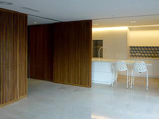 Dining room by Cáliz Vázquez Arquitectura e Interiorismo