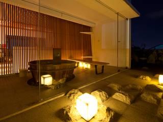 现代客厅設計點子、靈感 & 圖片 根據 a21studĩo 現代風
