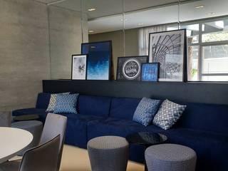 Gourmeteria - Edifício Max Living: Salas de estar  por Chris Brasil Arquitetura e Interiores