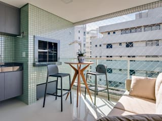 Ediane Tramujas Arquitetura Modern balcony, veranda & terrace