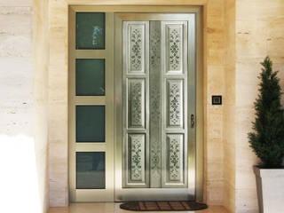 Puerta Perfotec: Puertas y ventanas de estilo  por Lamitec SA de CV