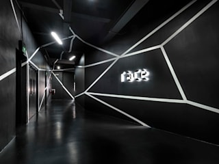 RACE Robotics Lab Modern offices & stores by MinistryofDesign Modern