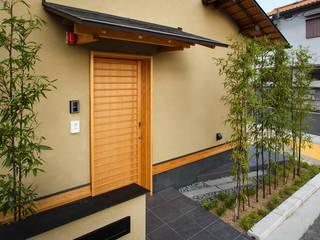 格子の連続が美しい「海苔」を販売するお店 オリジナルな商業空間 の 傳寶慶子建築研究所 オリジナル