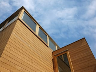灯台の家: まる・ち設計が手掛けた木造住宅です。