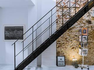 Loft Sixty-Four:  Woonkamer door EVA architecten
