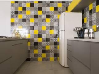 Modern kitchen by Daniel Kalil Arquitetura Modern