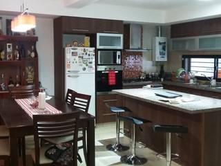 Estudio Punto y Linea Modern kitchen