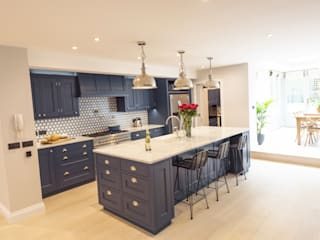 Kensington Blue Kitchen Cucina moderna di Tim Wood Limited Moderno