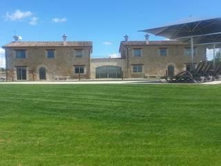 """Casa de turismo rural """"Les Planeses"""" Hoteles de estilo rural de HD Arquitectura d'interiors Rural"""