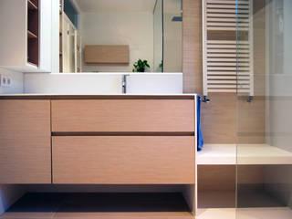 Reforma de baño. Antes y después Baños de estilo minimalista de HD Arquitectura d'interiors Minimalista