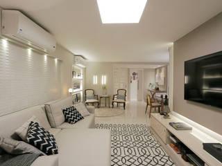 Salones de estilo clásico de Deise Maturana arquitetura + interiores Clásico