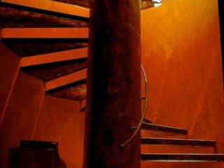foto de arquitectura Tropikal Koridor, Hol & Merdivenler Demir/Çelik Altın Sarısı