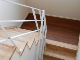 高崎の家 モダンスタイルの 玄関&廊下&階段 の 田村貴大建築アトリエ モダン