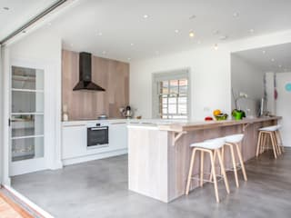 Mill house renovation and extension, Buckinghamshire Cocinas modernas de HollandGreen Moderno