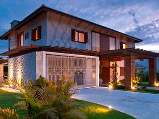 บ้านเดี่ยว by MACHADO DE ALMEIDA ARQUITETURA E INTERIORES