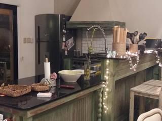 Cocina - comedor tipo Colonial:  de estilo colonial por Cuore di Legno,Colonial