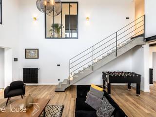 Rénovation d'une maison individuelle à Anglet Couloir, entrée, escaliers modernes par Agence CréHouse Moderne