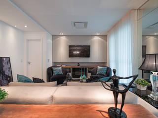 Salas / recibidores de estilo  por Factus Arquitetura Planejamento Interiores,